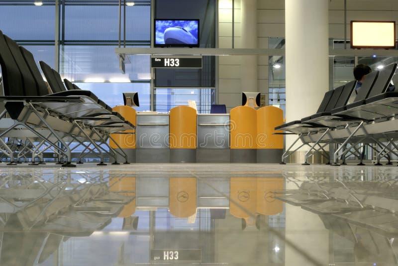Sièges dans l'aéroport photo stock