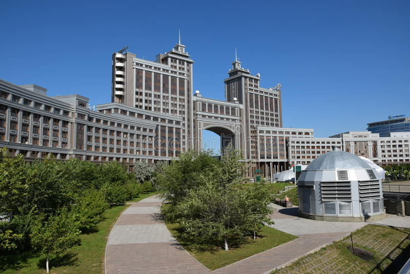 Sièges sociaux de la compagnie KazMunaiGaz à Astana, Kazakhstan photographie stock