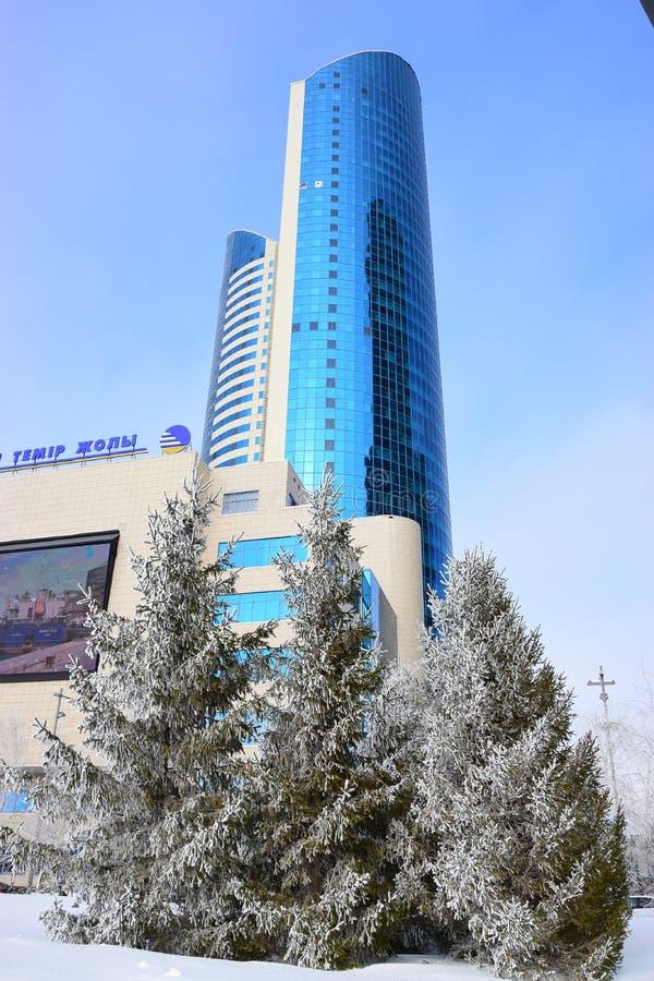 Sièges sociaux de la société des chemins de fer KAZAKHSTAN TEMIR ZHOLY à Astana en hiver image stock
