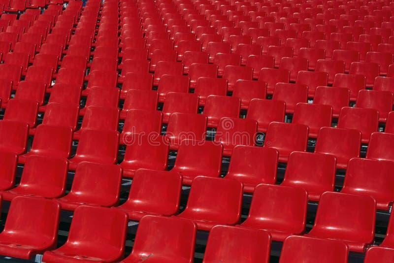 Sièges vides au stade photographie stock libre de droits