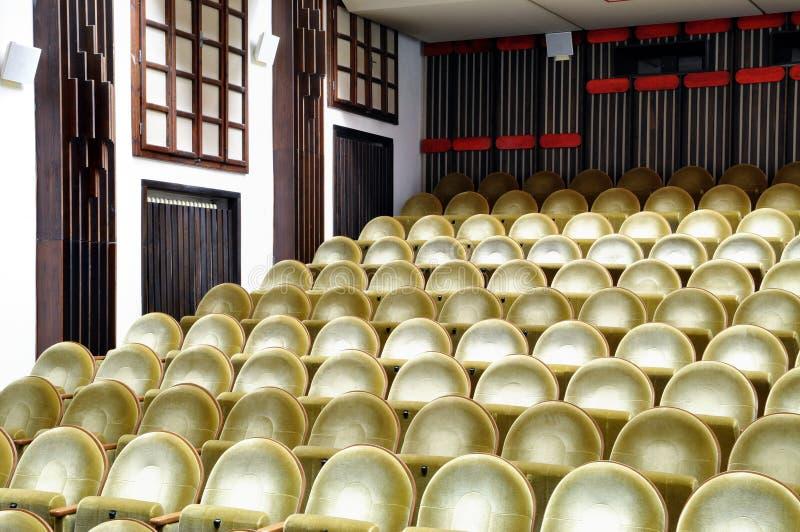Sièges vides dans le cinéma image libre de droits