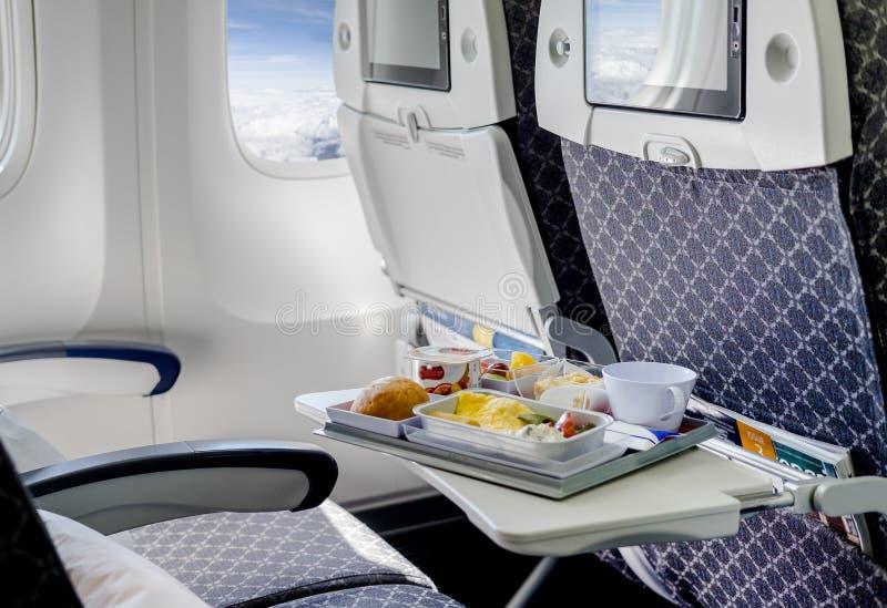 Sièges vides dans un avion moderne photos stock