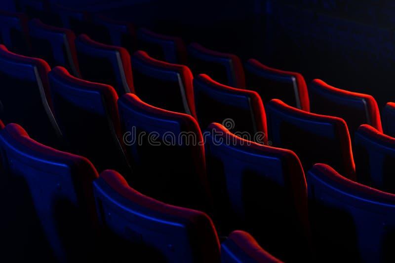 Sièges vides de théâtre de film images libres de droits