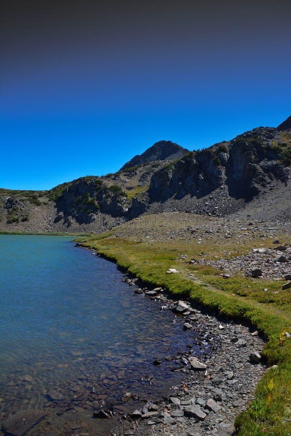 Siërra Nevada Alpine Lake In Fall royalty-vrije stock fotografie