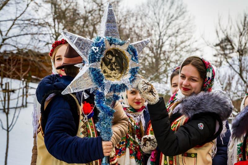 Siódmego festiwalu Etniczne kolęda w starej wiosce zdjęcie royalty free