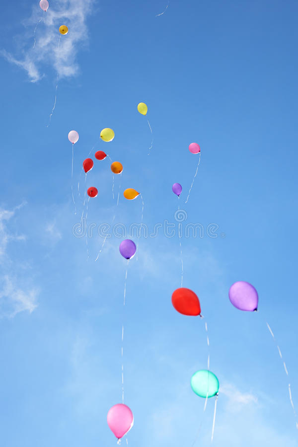 się błękitne niebo zdjęcia royalty free