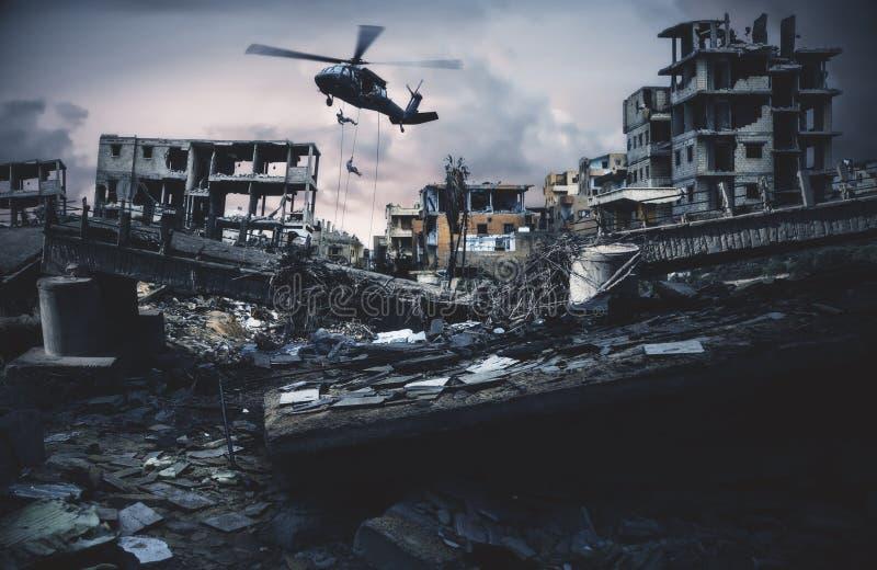 Siłą wojskowa roping zniszczony miasto fotografia royalty free