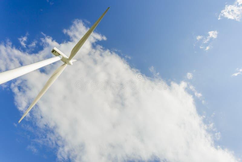 Siła wiatru wytwarza stacje w parku fotografia stock