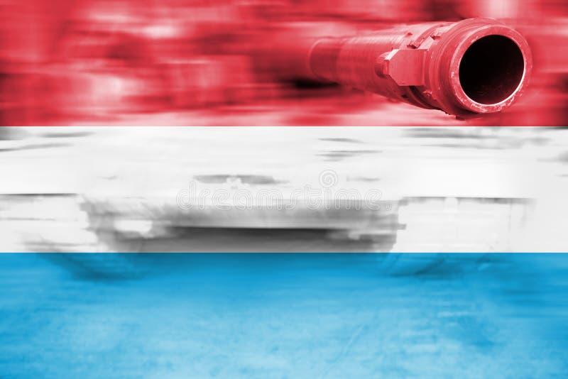 Siły wojska temat, ruch plamy zbiornik z Luksemburg flaga obraz stock