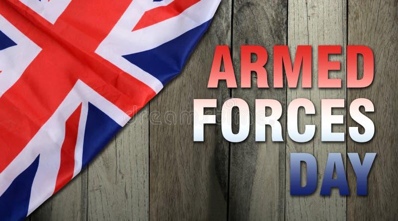 Siły zbrojne dzień na drewnianym tle - flaga Zjednoczone Królestwo UK zdjęcia stock
