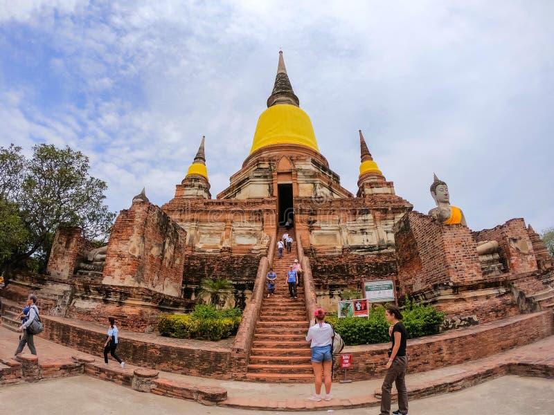 Si Ayutthaya, Thailand Phra Nakhon - 3. September 2018: Reisende Besuchspagode vieler Leute bei Wat Yai Chaimongkol Chaimongkhon lizenzfreies stockbild