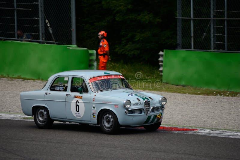 SI 1957 de Romeo Giulietta do alfa em Monza fotografia de stock royalty free