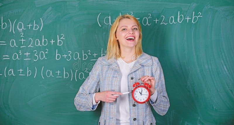 Si preoccupa per disciplina Tempo di studiare Anno scolastico benvenuto dell'insegnante Sembrando il complemento commesso dell'in fotografie stock
