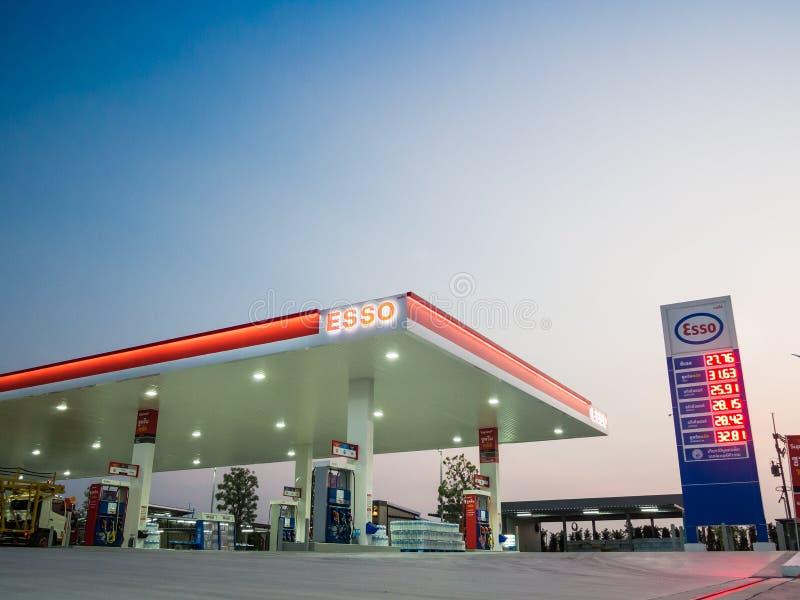 Si Racha, Chonburi /Thailand - 18 de abril de 2018: Posto de gasolina de ESSO imagem de stock