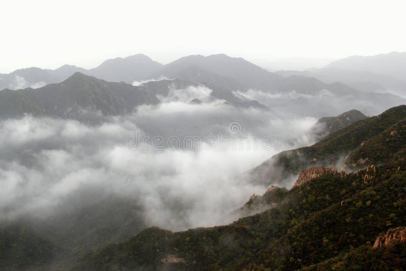 Si rannuvola la valle della montagna fotografie stock libere da diritti
