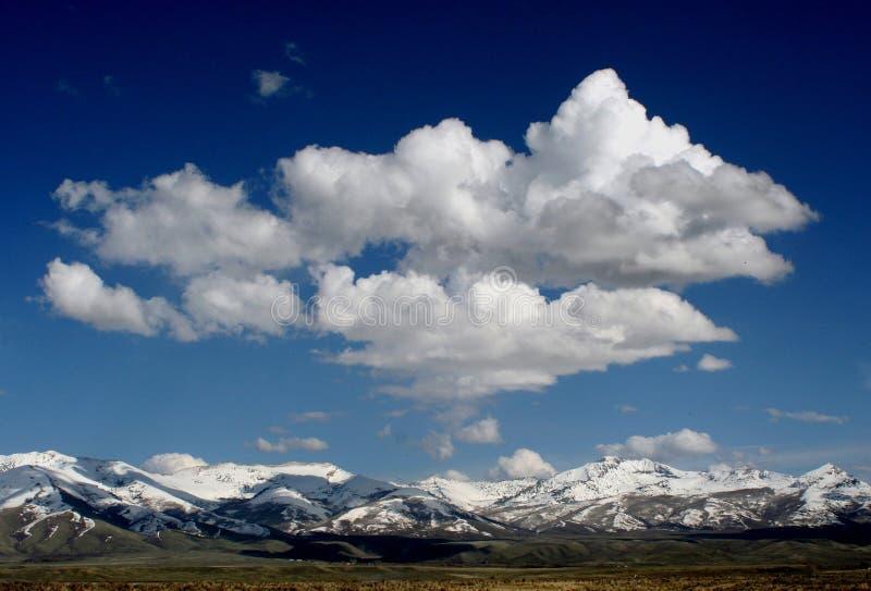 Si rannuvola Snowy Ruby Mountains fotografia stock libera da diritti