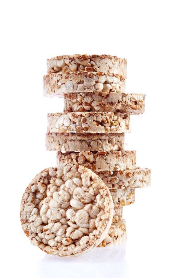 Sia a dieta il mucchio dei dolci di riso isolato su fondo bianco fotografie stock