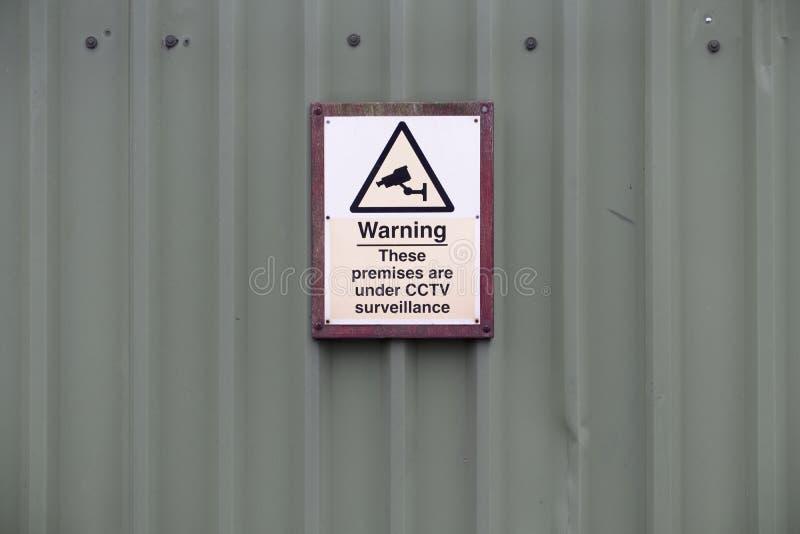 Sia 24 segni in funzione informato di sicurezza del cctv di ora sulla parete di affari della fabbrica immagini stock libere da diritti
