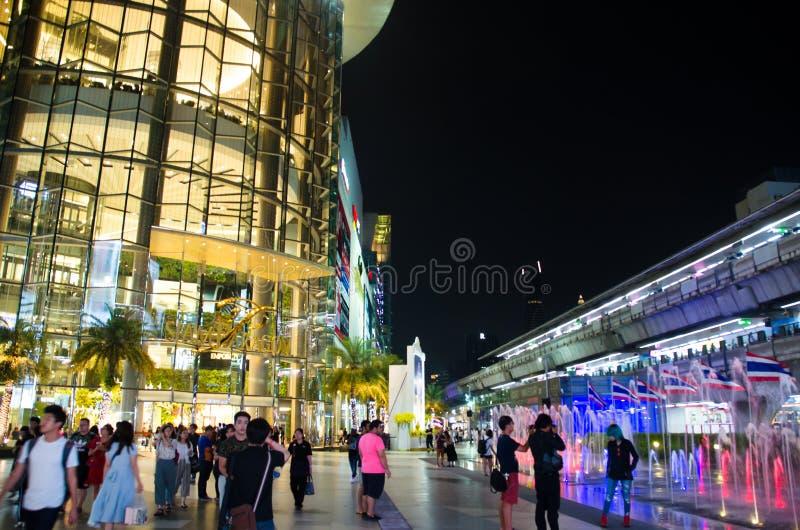 Siam Paragon é a construção será usado como um vidro decorativo preliminar fotografia de stock