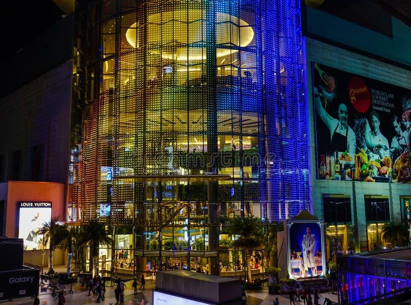 Siam Paragon Building na noite foto de stock royalty free