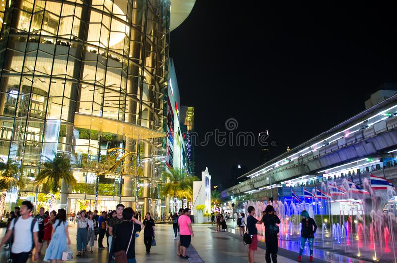 Siam Paragon is the building will be used as a primary decorative glass. Siam Paragon is all about big. One of Asia`s biggest malls, featuring a 15 theater stock photography