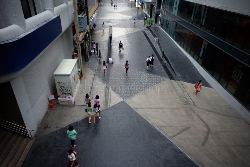 Siam Square som går gatan på Bangkok Thailand arkivfoton