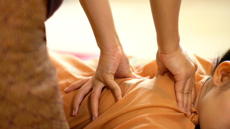 Siamesische rückseitige Massage stockfotos