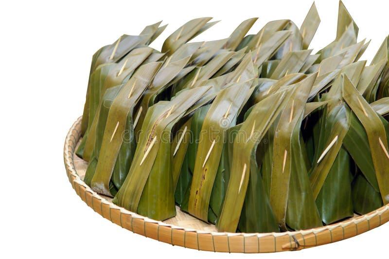 Siamesischer Nachtisch Khanom-Rasen-Sai (gedämpftes Mehl mit Kokosnuss-Füllung) stockfoto