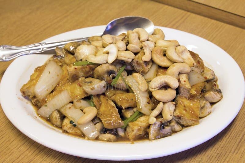 Siamesischer Stir-Fischrogen-Tofu mit Acajounuss-Teller lizenzfreie stockfotos