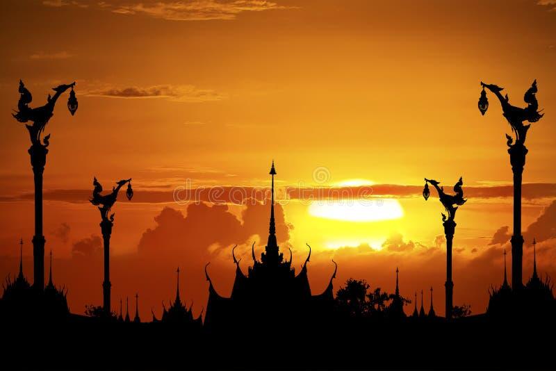 Siamesischer Tempel im Schattenbild stockbilder