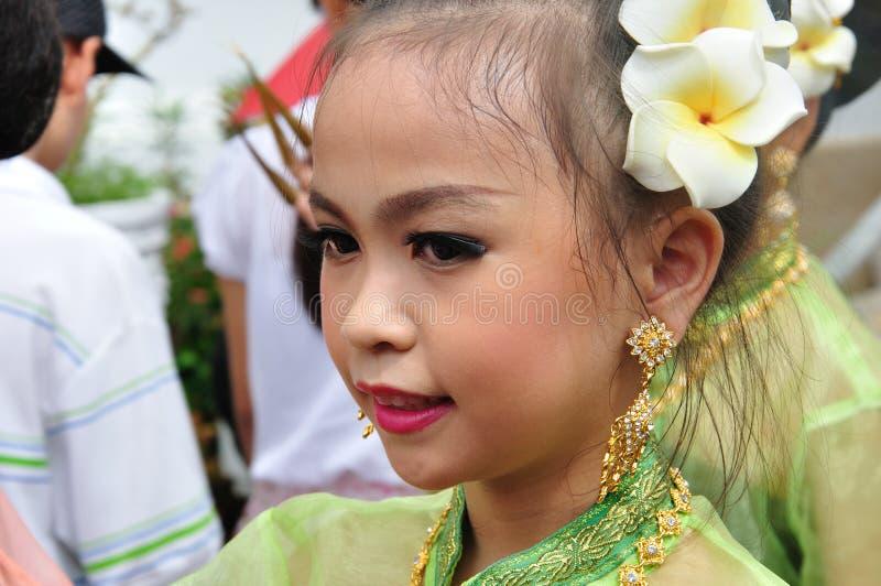 Siamesisches Mädchen im traditionellen Kleid lizenzfreie stockbilder