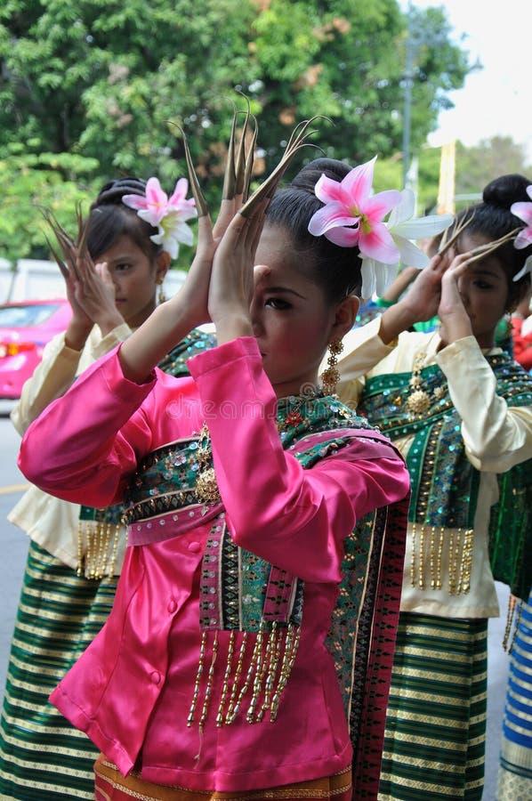 Siamesisches traditionelles Tanzen stockbild