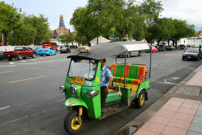 Siamesisches tuk tuk Rollen in Bangkok, Thailand. lizenzfreie stockbilder