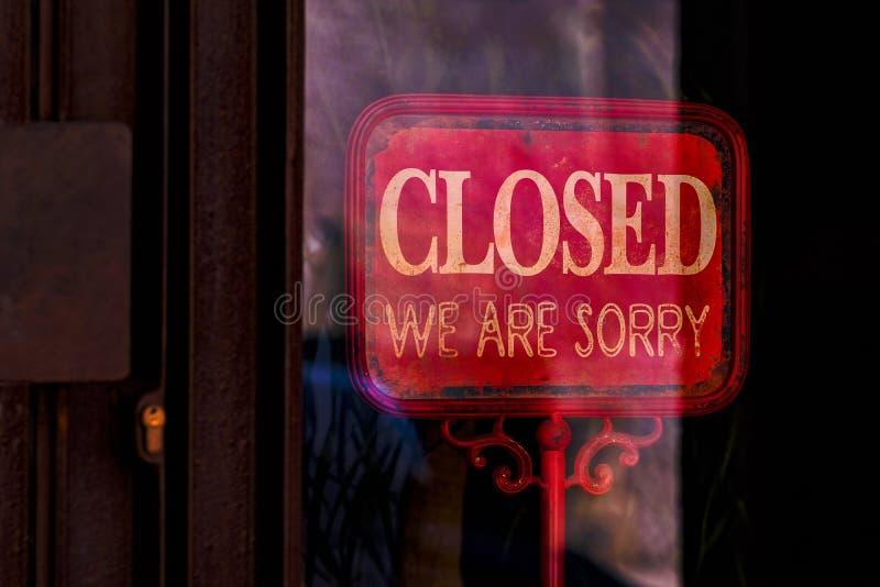 Siamo chiusi, spiacente, ritorniamo un altro giorno fotografia stock libera da diritti