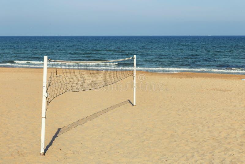 Siatkówki sieć na piasku przy plażą zdjęcia stock