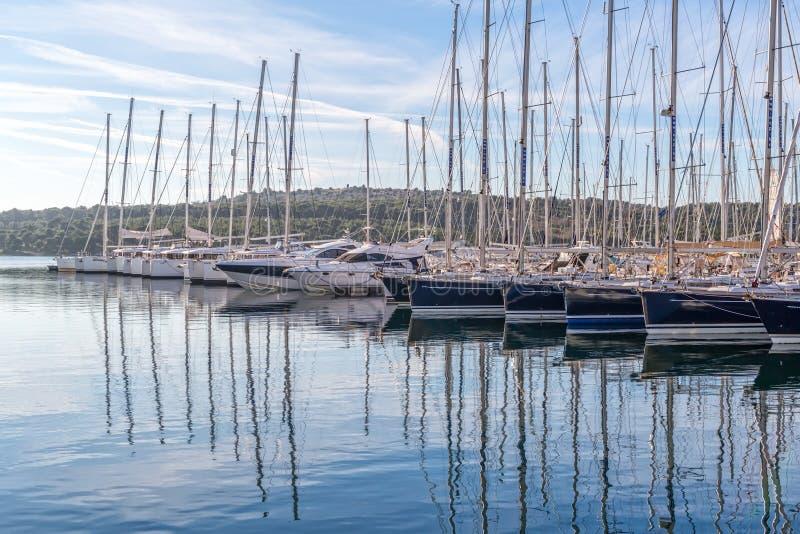 Sibenik yachts o porto fotografia de stock royalty free