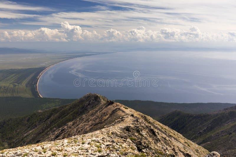 Siberisch die meer Baikal van het schiereiland van Svyatoy wordt gezien Nrs. royalty-vrije stock foto's
