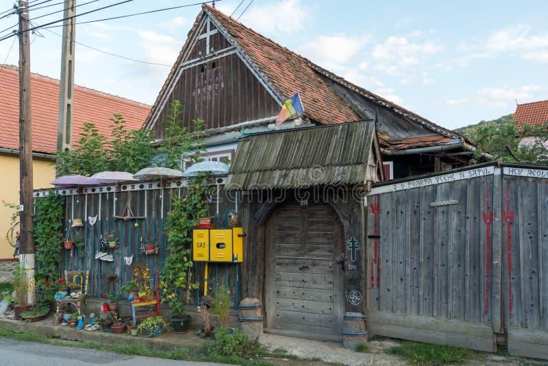 SIBIEL, TRANSYLVANIA/ROMANIA - 16 DE SETEMBRO: Casa estranha em S imagens de stock royalty free