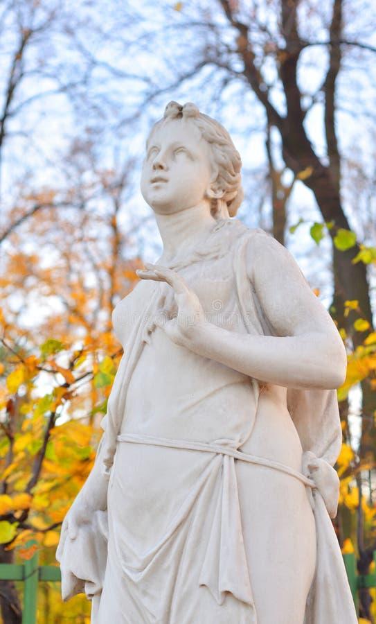 A sibila da estátua de Delphi na noite fotos de stock