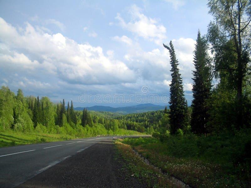Sibirien styrkan av bergen arkivbilder