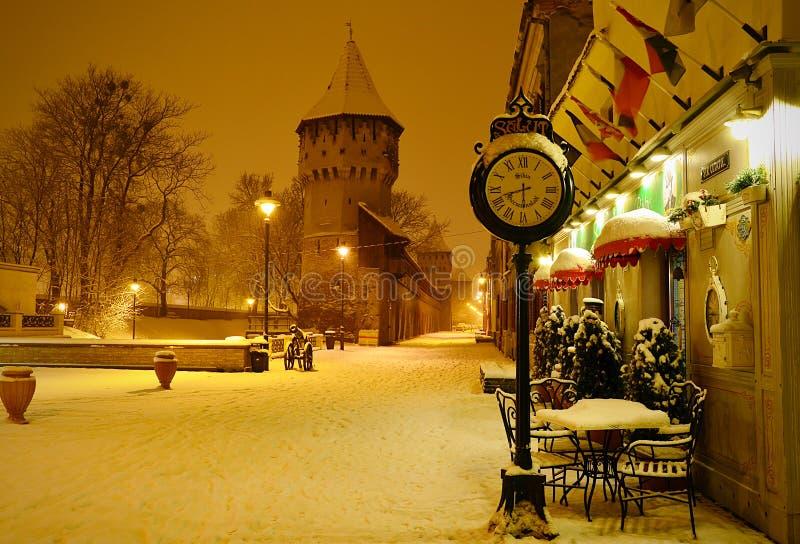 Sibiu citadells gata Rumänien vid natt royaltyfri foto