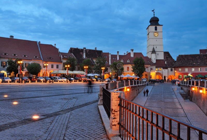Sibiu - opinião da noite - Romênia foto de stock royalty free