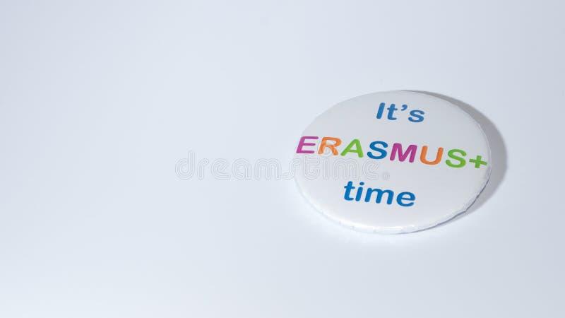 SIBIU, ROMÊNIA - 17 DE DEZEMBRO DE 2017: Um pino do Erasmus que incentiva escolhendo o programa fotos de stock royalty free