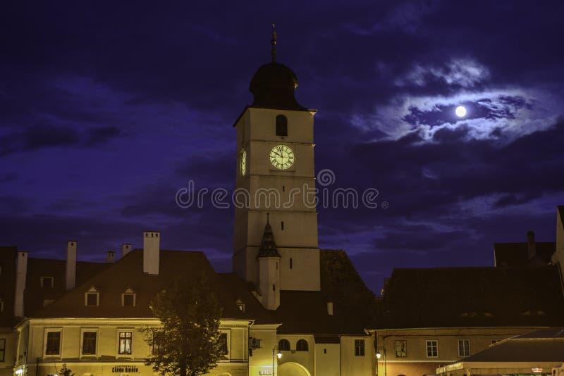 Sibiu Rumänien, Europa, den förkortade perspektiviskt lilla fyrkanten arkivbild