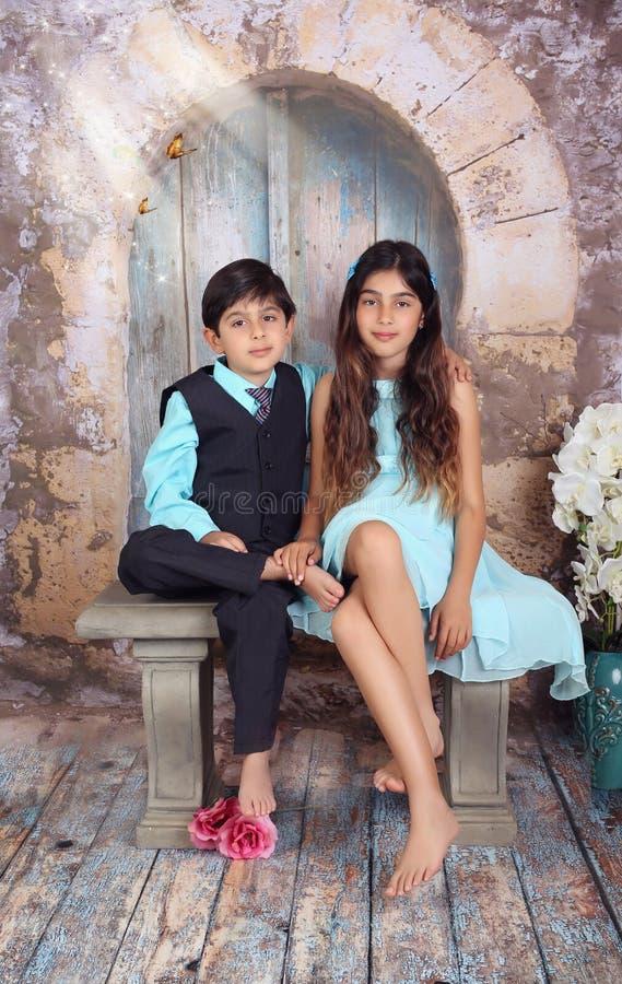 Siblings samen stock afbeelding
