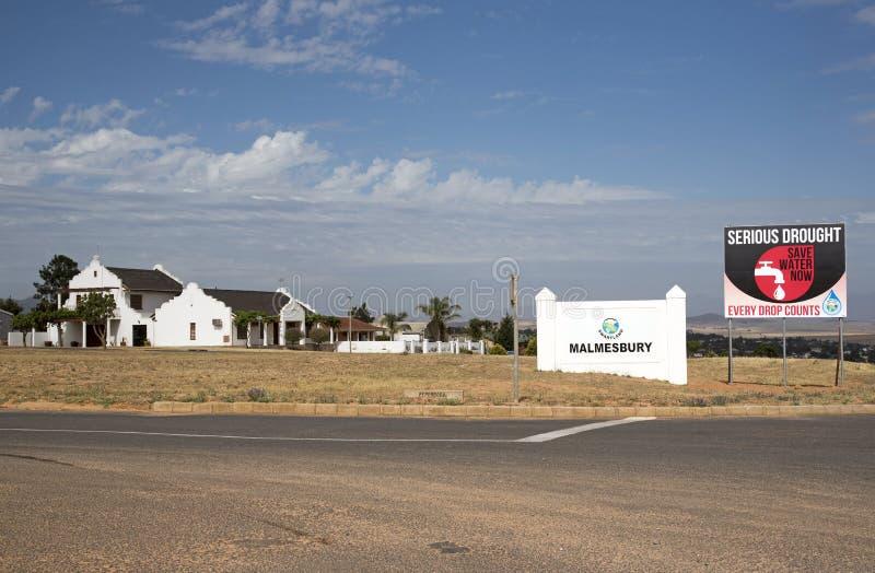 Siccità e mancanza di acqua serie nel segno del Sudafrica fotografie stock libere da diritti