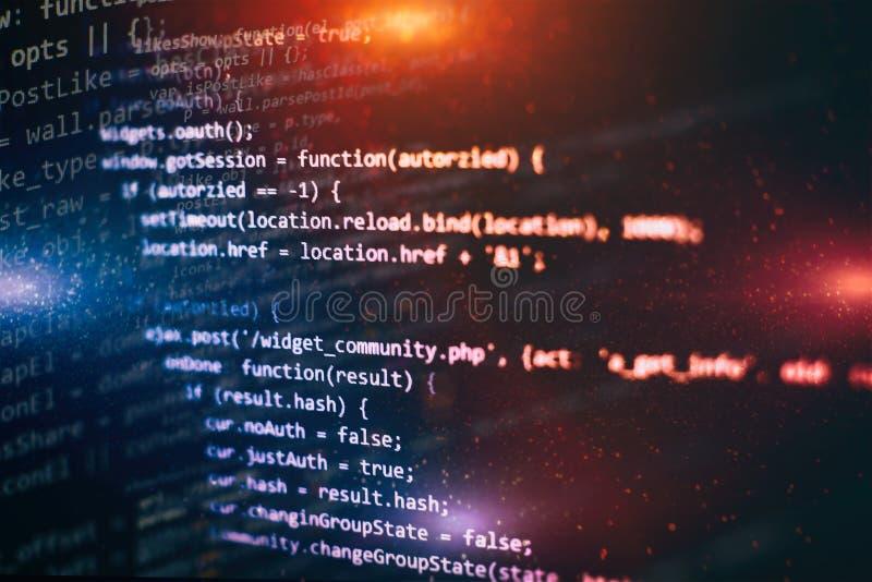 Sich entwickelnde Programmierung der Nahaufnahme und Kodierung von Technologien Entwickler, der an Websitecodes im B?ro arbeitet lizenzfreie stockfotografie