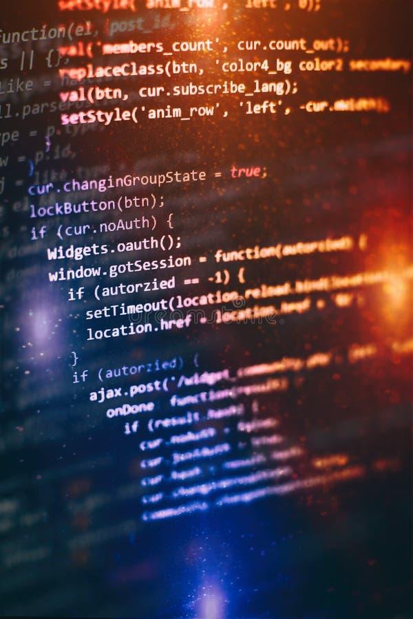Sich entwickelnde Programmierung der Nahaufnahme und Kodierung von Technologien Entwickler, der an Websitecodes im B?ro arbeitet stockfotografie