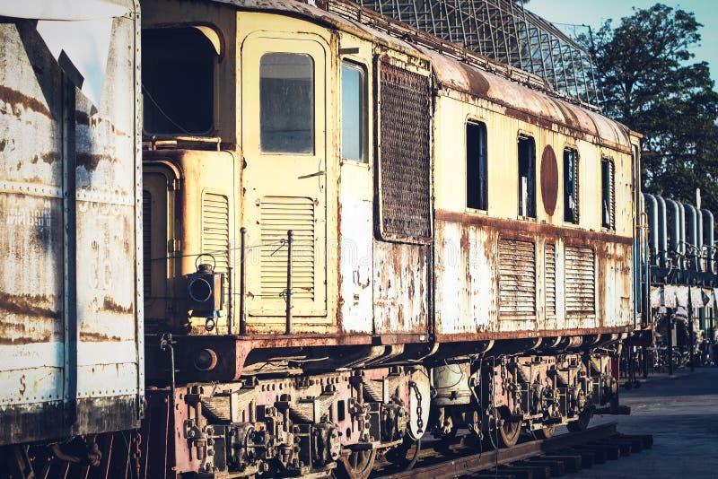 Sich fortbewegender Zug der Weinlese-Dampfmaschine stockfotos