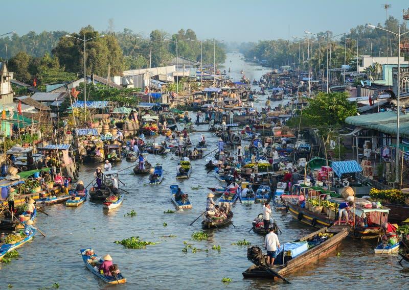 Sich hin- und herbewegender Markt in der Mekong-Delta, Vietnam lizenzfreie stockfotos